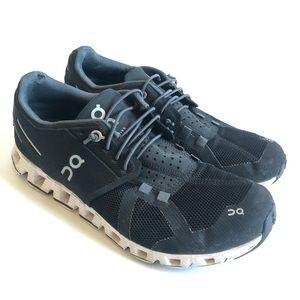 On running cloud running shoe. Black. 7.5